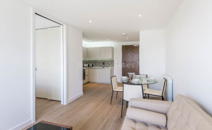 Studio flat to rent in Ottley Drive, Canary Wharf, SE3