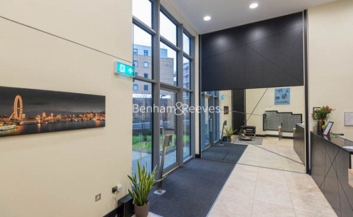 Studio flat to rent in St Anne's Street, Canary Wharf, E14