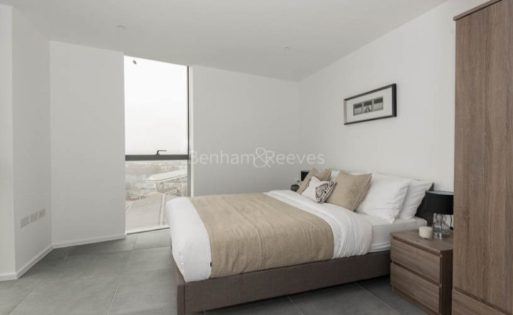 2 Bedroom flat to rent in Dollar Bay, Canary Wharf, E14