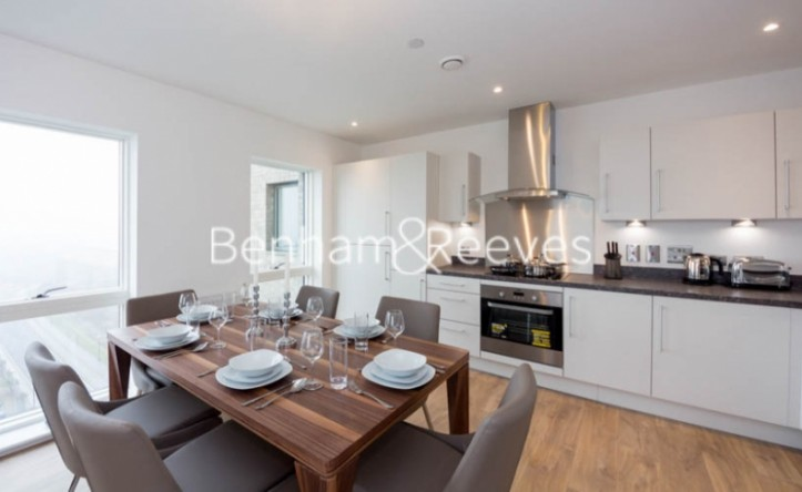 2 Bedroom flat to rent in Royal Dockside, Canary Wharf, E16