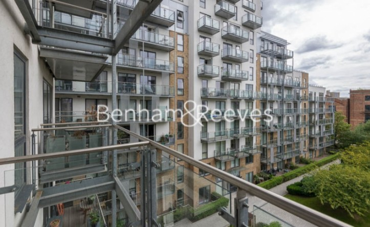 1 Bedroom flat to rent in Sargasso Court, Canary Wharf, E3