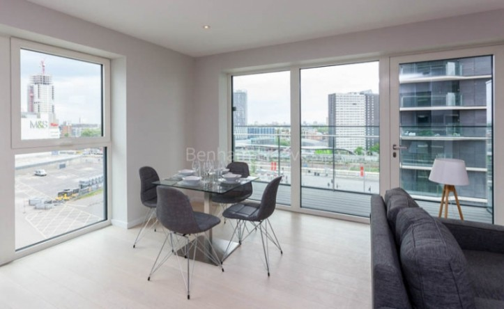 2 Bedroom flat to rent in Cassia Point, Glasshouse Gardens, E20