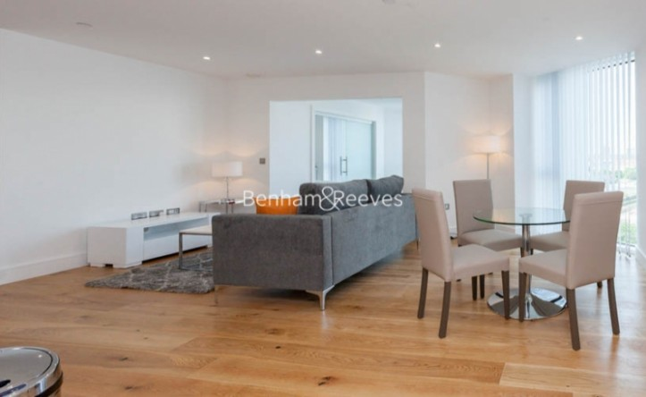 2 Bedroom flat to rent in Sky View Tower, High Street, E15