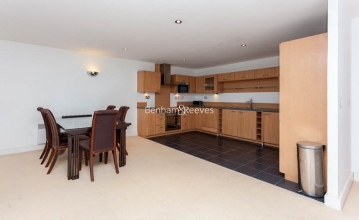 3 Bedroom flat to rent in Marmara Apartments, Canary Wharf, E16