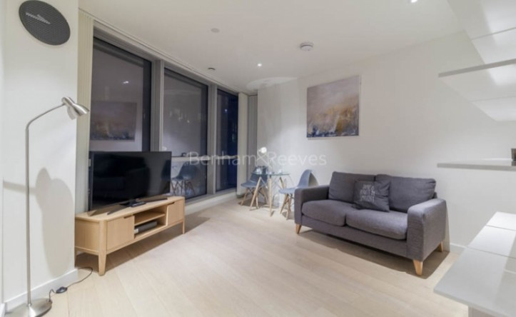 Studio flat to rent in Charrington Tower, Providence Wharf, E14