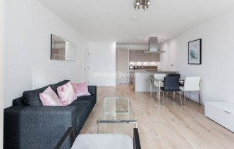 picture of 1 Bedroom(s) flat in  Williamsburg Plaza, Blackwall,E14