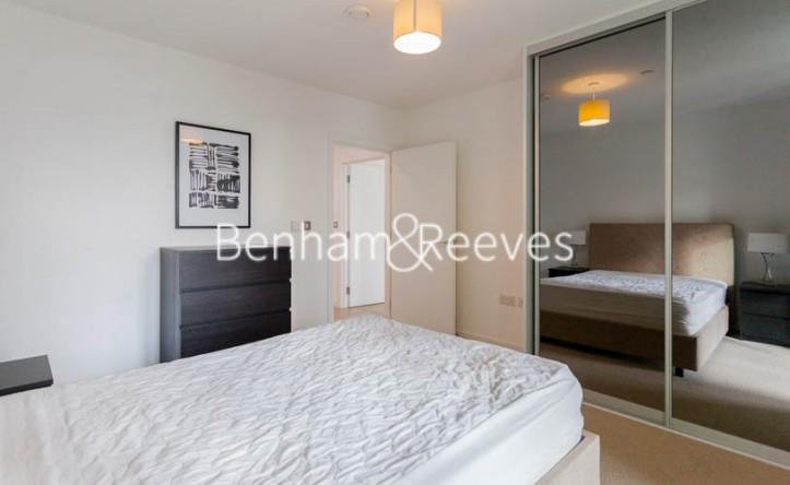 1 Bedroom flat to rent in Williamsburg Plaza, Poplar, E14
