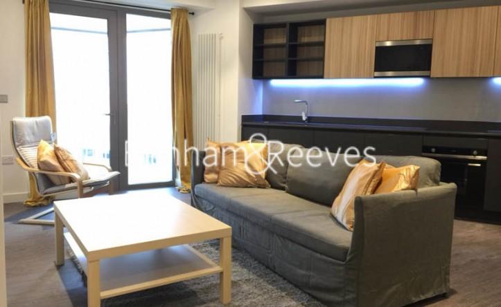 2 Bedroom flat to rent in Royal Docks West, Western Gateway, E16