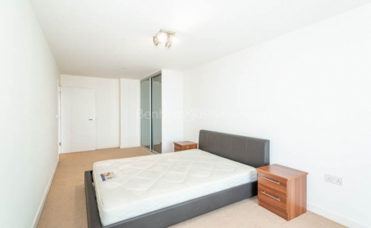 1 Bedroom flat to rent in Unex Tower, Station Street, E15