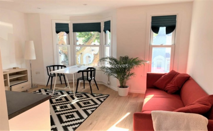 2 Bedroom flat to rent in Third Avenue, Canary Wharf, E12