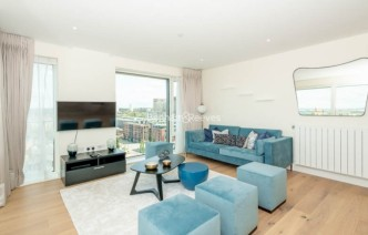 picture of 3 Bedroom(s) flat in  Duke of Wellington Avenue, Canary Wharf, SE18