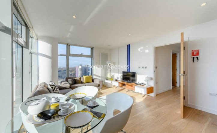 2 Bedroom flat to rent in Pioneer Point Ilford, Winston Way, Ilford, IG1