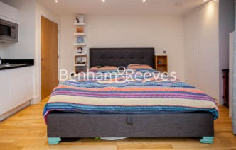 picture of Studio flat in  Keymer Place, Canary Gateway, E14