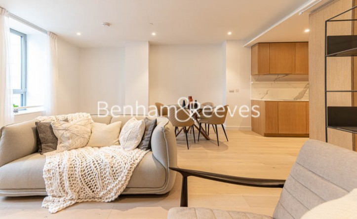 Studio flat to rent in 10 Park Drive, Canary Wharf, E14