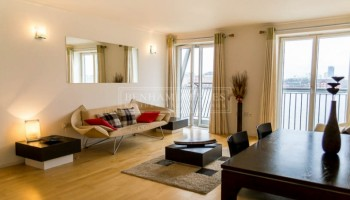 picture of 1 Bedroom(s) flat in  Hutchings Street, Canary Wharf, E14
