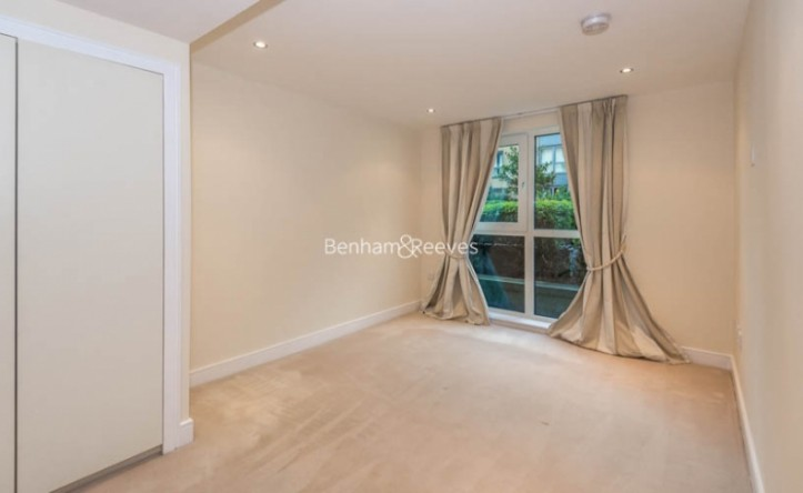 2 Bedroom flat to rent in Lensbury Avenue, Imperial Wharf, SW6