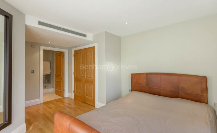 2 Bedroom flat to rent in Regency House, Imperial Wharf, SW6