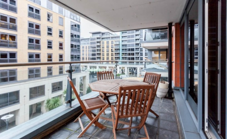 2 Bedroom flat to rent in Fountain House, Imperial Wharf, SW6
