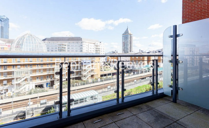 2 Bedroom flat to rent in Doulton House,Chelsea Creek,SW6