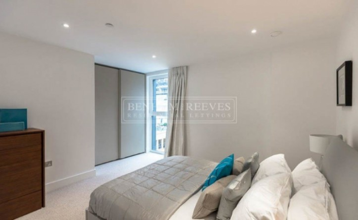2 Bedroom flat to rent in Central Avenue, Fulham, SW6