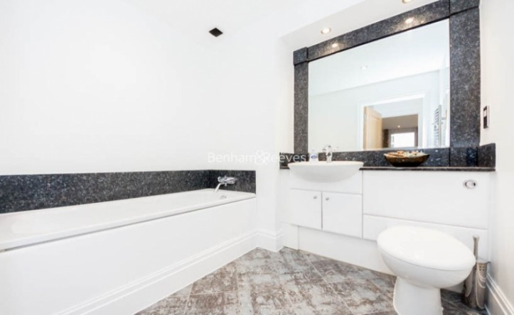 2 Bedroom flat to rent in The Boulevard, Imperial Wharf, SW6