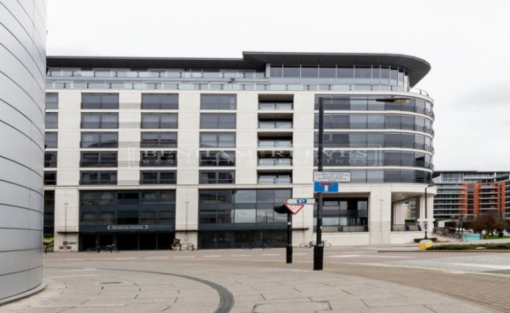 Studio flat to rent in Townmead Road, Imperial Wharf, SW6