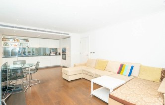 picture of 2 Bedroom(s) flat in  Carnwurth road, Fulham, SW6