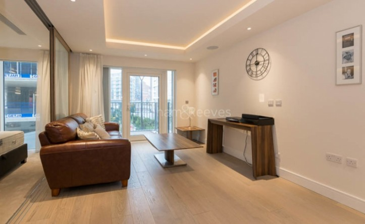Studio flat to rent in Woodford House, Chelsea Creek, SW6