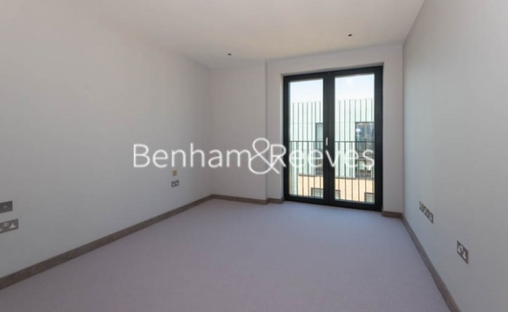 3 Bedroom flat to rent in Chivers Passage, Imperial Wharf, SW18