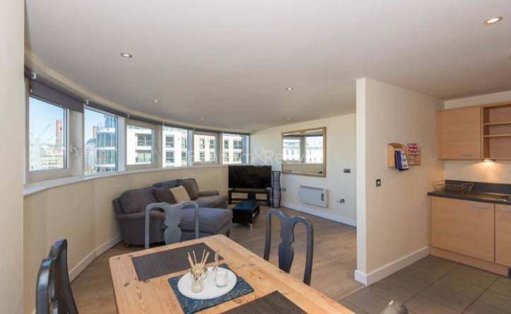 2 Bedroom flat to rent in Townmead Road, Imperial Wharf, SW6