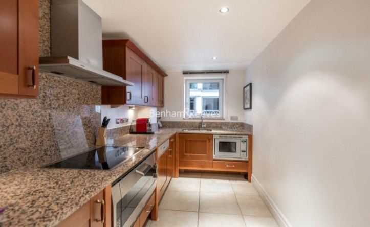2 Bedroom flat to rent in The Boulevard, Fulham, SW6