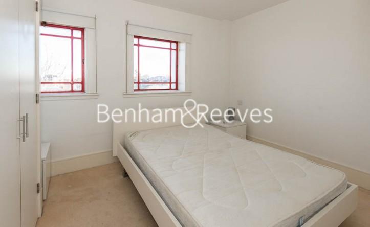 1 Bedroom flat to rent in Highbury Stadium Square, Highbury, N5