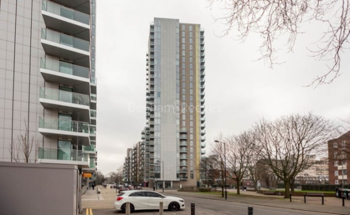 1 Bedroom flat to rent in Residence Tower, Woodberry Grove, N4