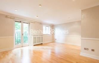 picture of 4 Bedroom(s) flat in  Ridgeway Gardens, Highgate, N6