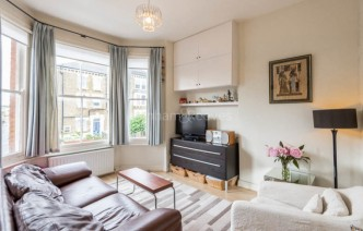 picture of 2 Bedroom(s) flat in  Bickerton Road, Archway, N19