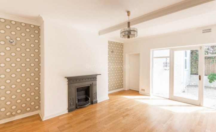 2 Bedroom flat to rent in Tufnell Park Road, Tufnell Park, N7