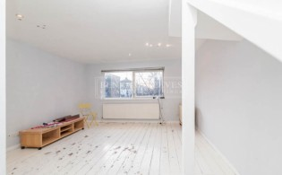 picture of 3 Bedroom(s) flat in  Murray Mews, Highgate, NW1