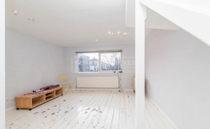 3 Bedroom house to rent in Murray Mews, Highgate, NW1