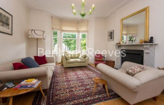 picture of 5 Bedroom(s) flat in  Dalmeny Road, Tufnell Park, N7