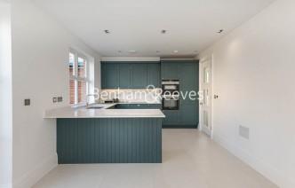 picture of 4 Bedroom(s) flat in  Rookery Lane, Enfield EN4
