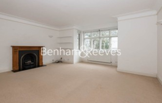picture of 2 Bedroom(s) flat in  Southwood  Lane, Highgate, N6