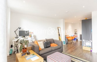 picture of 1 Bedroom(s) flat in  107 Woolwich High Street, Woolwich, SE18